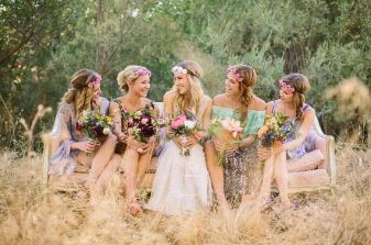 9-eue-catching-bridesmaid-flower-crown-8