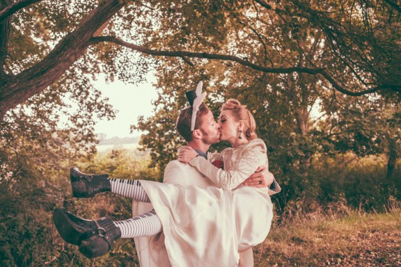 alice-in-wonderland-festival-field-wedding-sussex-alternative-brighton-wedding-photographer-634-576x384
