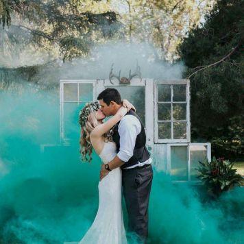 smoke bomb wedding photography (8)