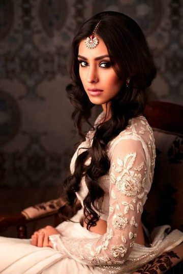 the-vintage-center-parted-very-long-curly-wavy-brunette-hair-for-indian-wedding-hairstyles