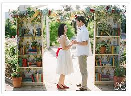 book-themed-wedding-arch