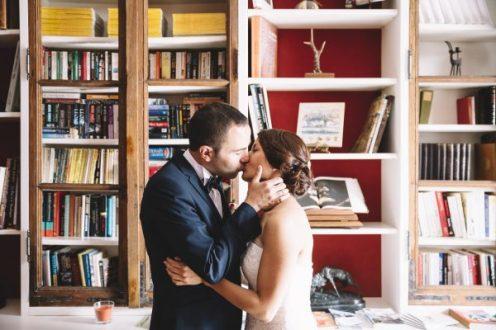 portfolio-082-mariage-couple-bibliotheque-livres-600x400