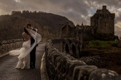 destination-wedding-photographer-scotland-eilean-donan-isle-of-skye-torridon-110-1-900x600