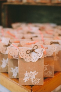 diy-rustic-wedding-favors-with-paper-bags