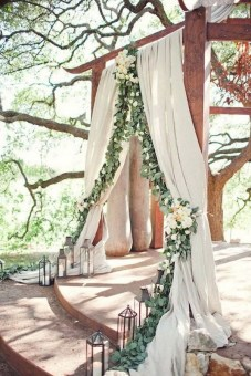rustic-wedding-arch-ideas-with-white-and-green-floral