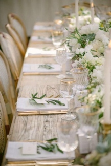 white-and-green-wedding-table-setting-ideas-2017-trends