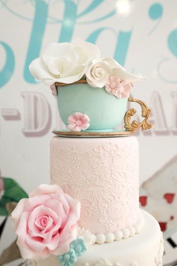 alice-in-wonderland-birthday-party-via-karas-party-ideas-karaspartyideas-com11