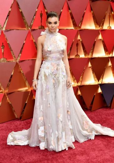 hailee-steinfeld-oscars-2017-red-carpet-in-hollywood-part-ii-1_thumbnail