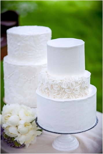 24white_wedding_cakes