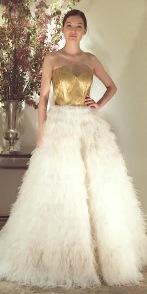 Saia do vestido com plumas
