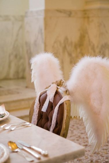 Asas de anjo nas cadeiras