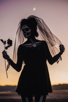 A-Skeletons-Not-So-Bridal-Shoot-20-640x958