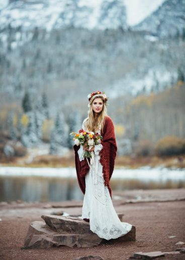 https://junebugweddings.com/wedding-blog/cozy-aspen-elopement-in-the-maroon-bells/