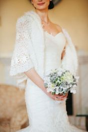 http://happywedd.com/wedding_theme/63-exquisite-white-winter-wedding-ideas.html#more-30107
