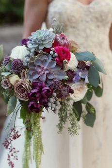 http://royallacebridal.com/27-stunning-wedding-bouquets-for-november/